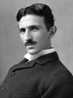 """energia livre - cientista Nikola Tesla, croata que nasceu em 1856. """"Criou a corrente alternativa, mas o seu maior projeto, que não pode ser concretizado, era o da energia livre, Sim, energia gratuita para todos. E ele dizia que havia se inspirado em premonições e toques dados por seres de outros planetas."""""""