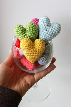 Amigurumi creations by Laura: Preparations for Valentine´s Day: Crochet Heart, Free Amigurumi Pattern - Toast to LOVE!