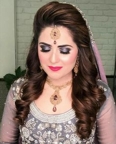 wedding hairstyles indian Beautiful Weddings In 2019 Engagement Hairstyles Indian hairstyles long Pakistani Bridal Hairstyles, Lehenga Hairstyles, Bridal Hairstyle Indian Wedding, Pakistani Bridal Makeup, Bridal Hair Buns, Bridal Hairdo, Indian Hairstyles, Wedding Updo, Wedding Makeup