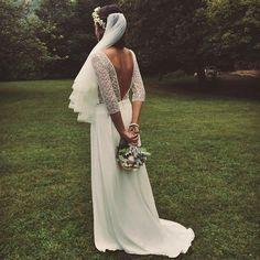 Buona domenica ✨ Laure de Sagazan Paris #frenchlace #frenchstyle #elegance #madeinparis #atelierparis #frenchcouture #bridetobe #bridalgown #bride2017 #bridalfashion #weddingdress #abitodasposa #vestitodasposa #velodasposa #bouquet #sposa #lauredesagazan http://gelinshop.com/ipost/1524492964867741791/?code=BUoFkZBhhhf