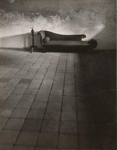 secretcinema1:  Williamsburg,Virginia, 1951, André Kertész