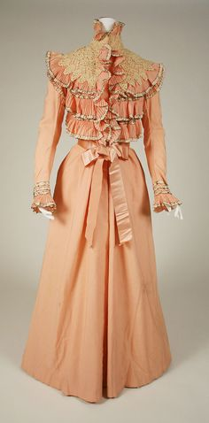 Wanamaker's | Dressing gown | American | The Met Vintage Outfits, Vintage Gowns, Vintage Mode, 1890s Fashion, Edwardian Fashion, Vintage Fashion, Women's Fashion, Tea Gown, Jeanne Lanvin