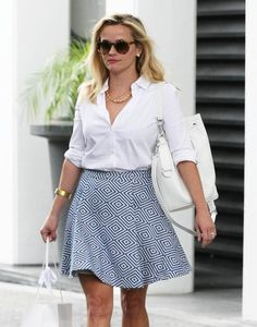 Reese Witherspoon is seen leaving her office in Beverly Hills, California on April 22, 2015.