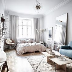 fabulous studio apartment decor ideas on a budget fantastic and stylish studio apartment decorating ideas Apartmentgardening Fantastic and stylish studio apartment decoration ideas Apartmentgardening a . Studio Apartment Layout, Small Studio Apartments, Studio Apartment Decorating, Apartment Interior Design, Minimalist Studio Apartment, Studio Layout, Studio Design, Design Blog, Studio Apartment Divider