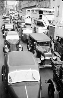 Berlin: Umleitungsverkehr (Dorotheenstraße) vom Bus 1937