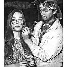 Face painting & daisy drawing at a 70's New York Be-In  #inspiration #inspo #hippy #gypsy #gypsydream #hippies #newyork #1970 #facepaint #flowerpower #daisy #fun #boho #bohemian #adventure #seventies #seventiesfashion #repost #fashion