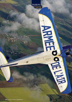 PRESSE : AERONAUTIQUE Moins médiatique que sa « grande sœur », la Patrouille de France, la formation aérienne acrobatique « Cartouche Doré » s'illustre néanmoins aux quatre coins de l'Hexagone depuis deux décennies. Plus de 600 meetings aériens, 12 000 heures de vol, 37 leaders et équipiers pilotes. Une unité ambassadrice de l'armée de l'Air méconnue mais assurément singulière.