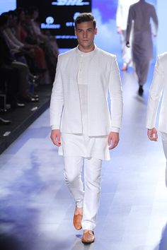 Anita Dongre at Lakmé Fashion Week summer/resort 2016 Kurta Pajama Men, Kurta Men, Wedding Dresses Men Indian, Wedding Dress Men, Wedding Wear, Indian Men Fashion, Mens Fashion Wear, Men Wear, Fashion Outfits