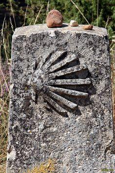 Señal en el camino a Atapuerca Spanish Sides, St Jacques, The Camino, Stone Age, Pilgrim, Budapest, Paths, Hiking, Santiago De Compostela
