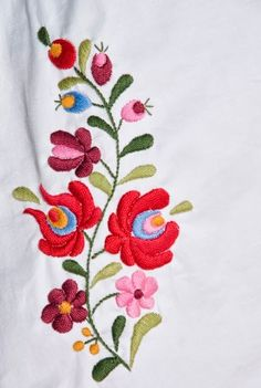 vintage handmade blouse embroidery hungarian by macaristanbul - PIPicStats Mexican Embroidery, Hungarian Embroidery, Embroidery Patterns Free, Learn Embroidery, Crewel Embroidery, Hand Embroidery Designs, Chain Stitch Embroidery, Hand Embroidery Stitches, Embroidery Techniques