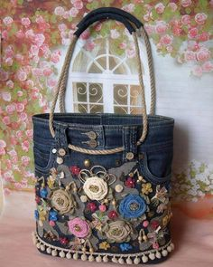 New Absolutely Free - jeans pocket Ideas I love Jeans ! And much more I love to sew my own personal Jeans. Next Jeans Sew Along I'm likel Jean Purses, Purses And Bags, Denim Purse, Denim Bags From Jeans, Denim Crafts, Diy Handbag, Recycle Jeans, Love Jeans, Craft Bags