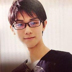 Картинки по запросу yuzuru hanyu glasses