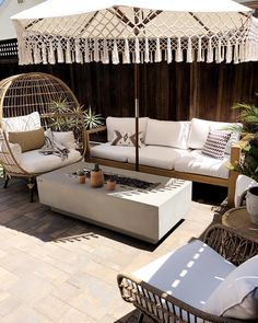 💙 The sun finally came out yesterday. Makes such a difference and finally feels like summer. Backyard Furniture, Backyard Patio, Outdoor Furniture, Patio Design, House Design, Pergola Designs, Garden Design, Outdoor Rooms, Outdoor Living