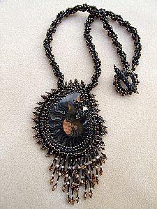Collier ~ Ammonite noire ~ fantastique et excentrique
