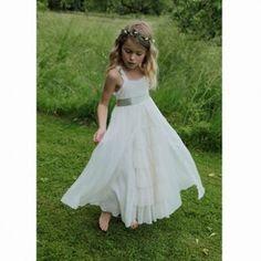 Gli abiti per le piccole damigelle della sposa, vediamo come sceglierli