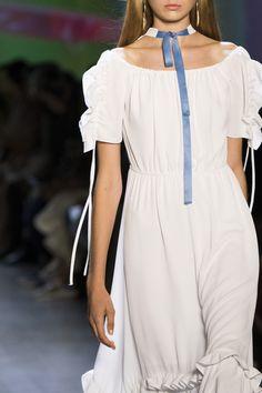 Concept Korea at New York Fashion Week Spring 2019 - Details Runway Photos Women's Summer Fashion, Boho Fashion, Fashion Looks, Fashion Outfits, Fashion Tips, Fashion Trends, Fashion Ideas, Fashion Fall, Feminine Fashion