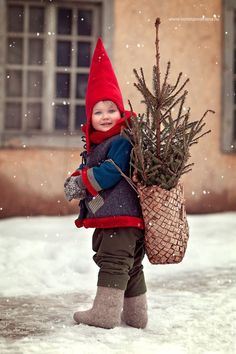 So cute - carry Christmas with you! Christmas Pictures, Winter Christmas, Kids Christmas, Vintage Christmas, Merry Christmas, Christmas Photography, Scandinavian Christmas, Beautiful Children, Belle Photo