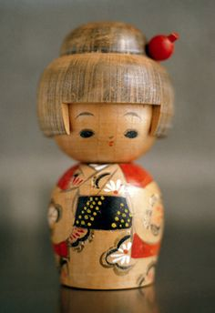 a quieter storm - indigenousdialogues: Wooden Doll (by Ricohmatic) Momiji Doll, Kokeshi Dolls, Japan Design, Dolls Film, Art Dolls, Geisha, Doll Japan, Asian Doll, Doll Quilt