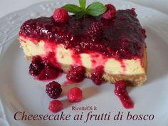 Questa cheesecake ai frutti di bosco è la preferita da Chef Antony. La copertura coloratissima ai frutti di bosco è perfetta sulla crema al formaggio ...