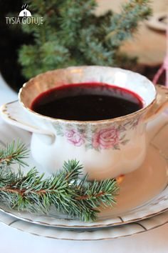 Barszcz czerwony wigilijny (bez zakwasu) | Tysia Gotuje blog kulinarny Soup Recipes, Great Recipes, Dinner Recipes, Polish Christmas, Polish Recipes, Polish Food, Kielbasa, Sauerkraut, Food To Make