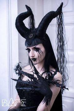 - Behind the light - Gothic Demon Makeup, Sfx Makeup, Cosplay Makeup, Costume Makeup, Cool Halloween Makeup, Halloween Makeup Looks, Halloween Cosplay, Succubus Costume, Demon Costume