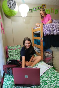 58 Smart Tips and Tricks Dorm Room Organization Storage Ideas On A Budget The Loft, Dorm Arrangement, Dorm Room Arrangements, Tips And Tricks, College Dorm Rooms, College Girls, College Life, College Bedding, Dorm Layout