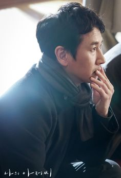 Lee Sun-kyun is Dong-hoon in My Mister (My Ajusshi). Catch the Live Recap on Drama Milk and be the first to know what happens! #leesunkyun #MyAjusshi #MyMister #kdrama #KoreanDrama