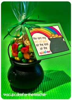 A Cupcake for the Teacher: St. Pat's Gift Idea {Freebie}
