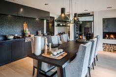 Culimaat - Exclusieve Keuken - Hoog ■ Exclusieve woon- en tuin inspiratie. Living Room Kitchen, New Kitchen, Dressing Room Design, Cottage Kitchens, Wooden Kitchen, Black Kitchens, Beautiful Interiors, Kitchen Interior, Sweet Home