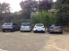 A l'arrivée, grande satisfaction,Jérôme a du mal à trouver une place de parking libre... La maison d'hôtes affiche complet !