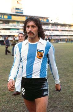 Leopoldo Jacinto Luque Retro Football, Football Art, World Football, Vintage Football, Sport Football, Football Shirts, Argentina Football Team, Argentina Soccer, Messi