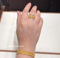 Gold Rings Jewelry, Gold Jewelry Simple, Hand Jewelry, Fashion Jewelry Necklaces, Stylish Jewelry, Gold Ring Designs, Gold Bangles Design, Gold Earrings Designs, Gold Jewellery Design
