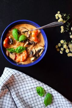 Thaï soup with prawns, coconut & curry Free your guilt with this healthy Thai soup with prawns, coconut & curry