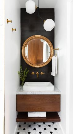 8 Designer Paint Tricks to Maximize a Small Bathroom Small Bathroom Paint, Dark Bathrooms, Guest Bathrooms, Bathroom Design Small, Bathroom Interior Design, Small Toilet Room, Bathroom Paint Design, Small Home Interior Design, Bathroom Wall Ideas
