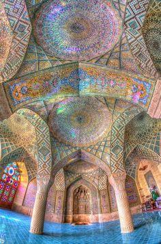 イラン シーラーズ マスジェデ・ナスィーロル・モスク(ピンクモスク)