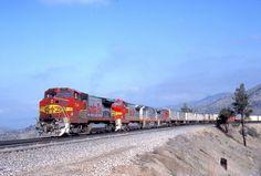 https://flic.kr/p/PXPBfn | ATSF #548 (GE B40-8W) commands a TOFC intermodal train at Tehachapi, CA in April 1992. Photo by Warren Calloway.