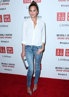 Get the look: Το stylish casual look της Chrissy Teigen -JoyTV #joyfashion