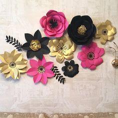 Сет в интерьере! Да, пока он украшает мою гостинную, но в любой момент может стать изюминкой вашего интерьера Цветочный сет продается!  Стоимость 5000₽ диаметр цветов от 25-40 см  #цветывгостинную #бумажныецветы #цветыдляфотозонв #цветыизбумаги #декоргостинной#оформлениеспальни