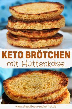 Weniger als 5 Minuten zubereiten, weniger als 5 Minuten backen: Diese Keto Brötchen mit Hüttenkäse sind nicht nur besonders schnell zubereitet, sondern einfach nur lecker, gesund und genau das richtige für ein köstliches Keto Frühstück oder eine Brotzeit am Abend. Du kannst die Keto Brötchen entweder in der Mikrowelle oder im Ofen backen und wirst garantiert auch in Zukunft viel Freude an diesem Keto Rezept haben. #keto #brötchen #hüttenkäse #frühstück