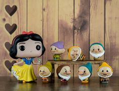 Snow White and the Seven Dwarves Funko Pop Dolls, Funko Pop Figures, Vinyl Figures, Collection Disney, Pop Collection, Disney Pop, Vinyl Toys, Funko Pop Vinyl, Funko Pop Display