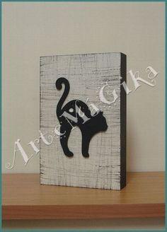 Quadro em MDF (madeira) tipo caixa, com pintura texturizada, aplique e decoupage. Tamanho: 13x20 cm R$15,00