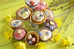gold prize & best in show. Just the cutest! Cupcake Art, Cupcake Toppers, Cupcake Cakes, Cupcake Ideas, Cup Cakes, Fondant, Cute Cupcakes, I Love Food, Cake Pops