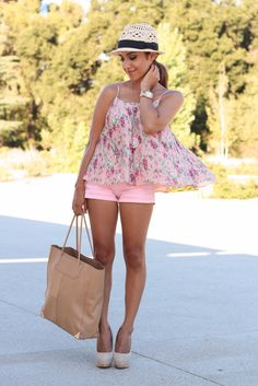 Petite fashion bloggers :: Dulce Candy :: Pink shorts