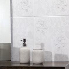 Revestimento floral ❤️ #banheiro #bathroom #pisoceramico #revestimento #piso #decor #decoracao #interiores