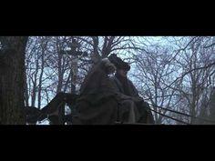 """Amadeus: escena de la película con el fallecimiento y el enterramiento de Mozart. Se escucha el """"Lacrimosa"""" del Requiem."""