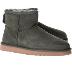 UGG Classic Mini Leather Forest // Short shearling boots (1.260 DKK) ❤ liked on Polyvore featuring shoes, boots, ankle booties, short booties, shearling booties, oliver boots, leather booties and olive green boots