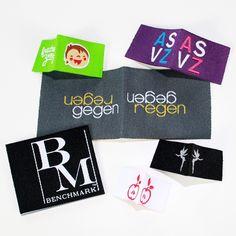 Flexinera® Textiletiketten mit Mittelfalz in vielen Farben - einfach online erstellen.