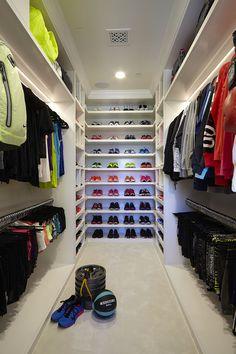 Khloé Kardashian's Fitness Closet Is Epic! Khloé Kardashian's Fitness Closet Has Everything & Then Some—See Her Epic Workout Wardrobe! Casa Da Khloe Kardashian, Khloe Kardashian Workout, Kardashian Latest, Walk In Wardrobe, Walk In Closet, Huge Closet, Sala Glam, Ideas Armario, Glam Closet
