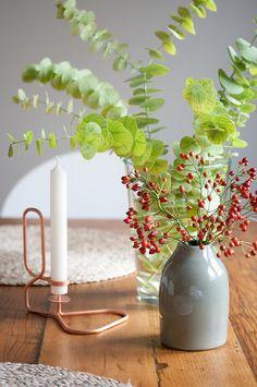Geschenkidee: Lup Kerzenhalter von Hay für alle Wohnverrückten   #solebich #decor #deko #einrichtung #interior #giftguide #geschenkidee #present #gift #geschenk #christmasgiftguide #weihnachten #christmas #advent #lup #kerzenhalter #kerzenständer #candle #kerze #vase #glasvase #diningtable #diningroom #esstisch #esszimmer #candleholder #candlestick