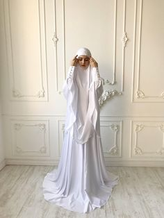 This Elegant white Muslim suit Silk bridal jilbab wedding khimar is just one of the custom, handmade pieces you'll find in our suits shops. Abaya Fashion, Skirt Fashion, Modest Fashion, Fashion Dresses, Modest Dresses, Modest Outfits, Nice Dresses, Muslimah Wedding Dress, Wedding Dresses
